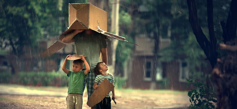 10 Tips to Stay Dry and Protect Your Stuff When Moving in the Rain